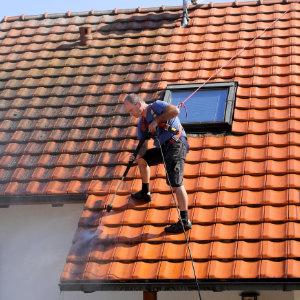 ontmossen van het dak